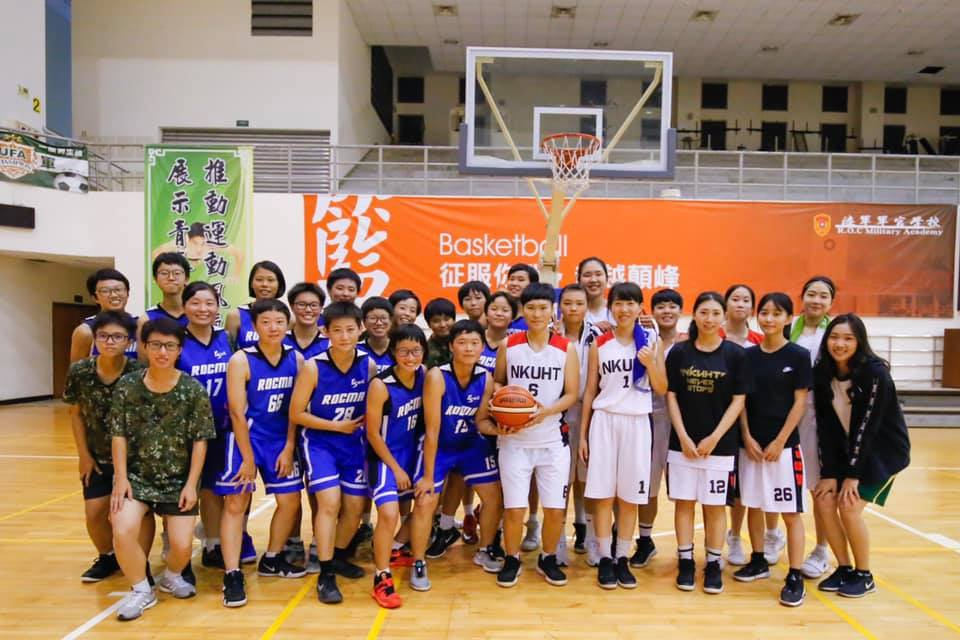 Group photos of the women's basketball friendly match